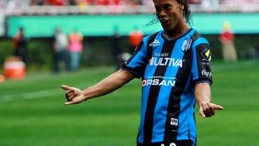 Chef NEBUN cu 13 femei. Ronaldinho a făcut spectacol de Anul Nou. Vezi FOTO!