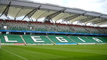 Polonezii de la Legia se tem de propriul gazon