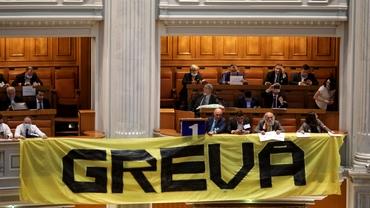 AUR, în grevă parlamentară. Membrii partidului au vrut să intre în biroul lui Orban. Update