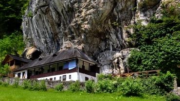 """Am aflat mănăstirea unde Gigi Becali și Alexandru Tudor au fost în Joia Mare. """"Am stat 5 ore în Rai"""" Exclusiv"""