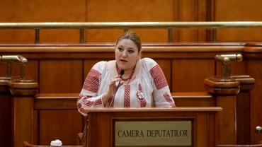 """Scandal în Parlament! Diana Şoşoacă, un nou circ de la tribună, i-a fost tăiat microfonul. """"Domnu' Orban, dumneavoastră nici măcar un minut nu rezistați"""