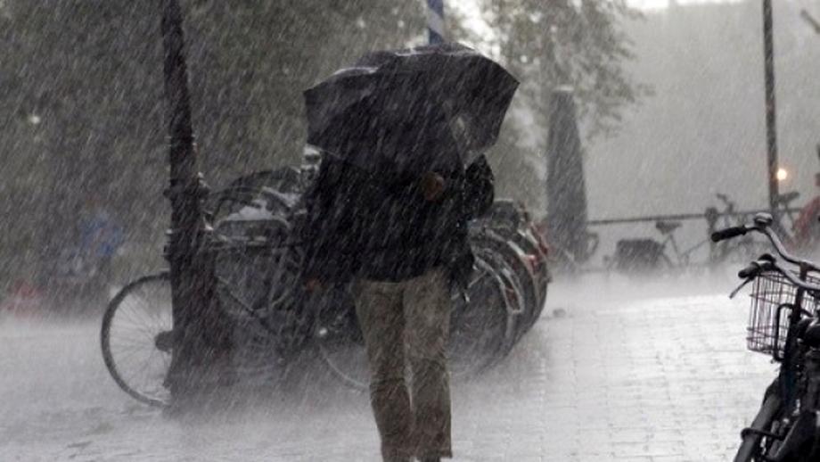 ALERTĂ METEO. Ploi, descărcări electrice şi grindină în mai multe zone din ţară
