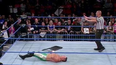 Video! Ringul de wrestling s-a umplut de sânge! Accidentare oribilă în timpul unui spectacol
