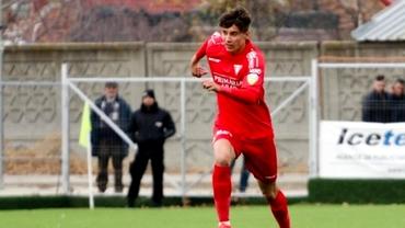 AC Milan vrea să cumpere un fotbalist român în vârstă de 18 ani! Șeful scouterilor a venit să-l urmărească personal pe jucătorul dorit de FCSB și Craiova