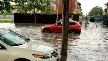 Bucureștiul, lovit de o furtună puternică! Mai multe străzi și pasaje au fost inundate