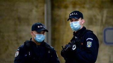 Jandarmi amendați pentru că nu purtau mască! Cât trebuie să plătească oamenii legii