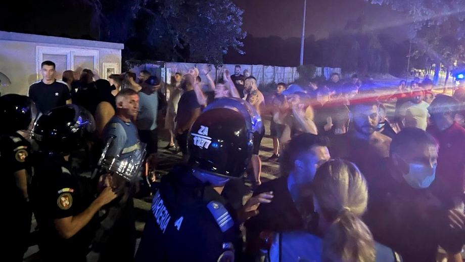 """Suporterii Universității Craiova și-au amenințat favoriții după eliminarea cu Laci: """"Vă luaţi mii de euro şi nu vă pasă! Vă rupem picioarele"""". Video exclusiv"""