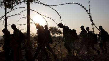 Sute de români de etnie romă au trecut granița din Mexic în SUA. Motivul îngrijorător pentru care au emigrat