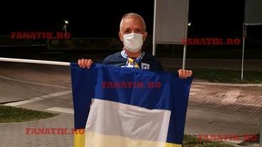 """""""Leul singuratic"""" al Universității Craiova! Fanul care îi așteaptă pe jucători mereu după meci. Exclusiv"""