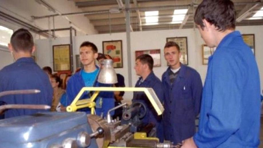 Ce școli profesionale există în Romania. Unde vor merge elevii de clasa a VIII-a care nu obțin media 5 la evaluare și nu pot face liceul