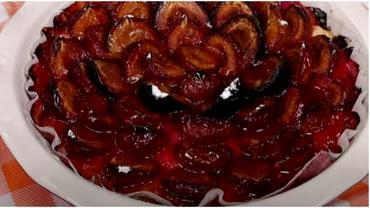 Rețetă prăjitură cu prune, perfectă pentru toamnă. Se face ușor și e delicioasă