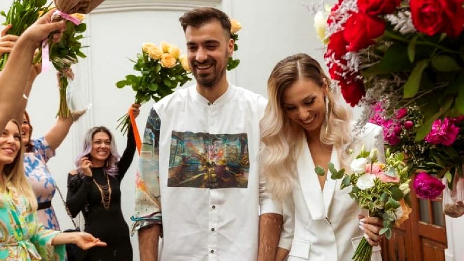 Nuntă în showbiz. Liviu Teodorescu și Iulia s-au căsătorit religios. Imagini de la fericitul eveniment
