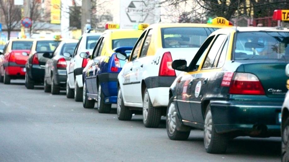 Scandal între un taximetrist din București și un pasager. Ce l-a pus să facă șoferul după ce i-a sechestrat bagajul