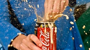 Ce se întîmplă dacă uiţi o doză de Cola în maşina, iarna