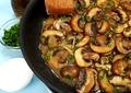 Rețetă de ciuperci la tigaie cu usturoi sau tochitură de ciuperci. O mâncare simplă, ieftină și rapidă