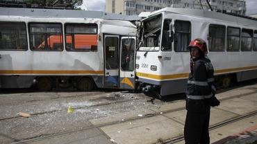 Două tramvaie s-au ciocnit în Capitală. Șapte oameni au fost răniți
