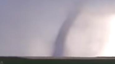 O tornadă a fost filmată în judeţul Galaţi! Fenomene extreme în România. Video