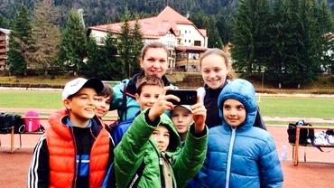 SIMONA HALEP. S-a antrenat şi a jucat tenis alături de copii în Poiana Braşov!