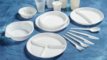 Produsele din plastic de unică folosință, interzise în UE din 3 iulie. România încă nu a definitivat legea. Anunțul ministrului Mediului