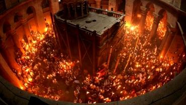 Când ajunge lumina sfântă de la Ierusalim în România. Care este explicația pentru acest miracol al Ortodoxiei