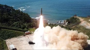 Imagini apocaliptice. Coreea de Nord și Coreea de Sud au lansat rachete balistice în aceeaşi zi