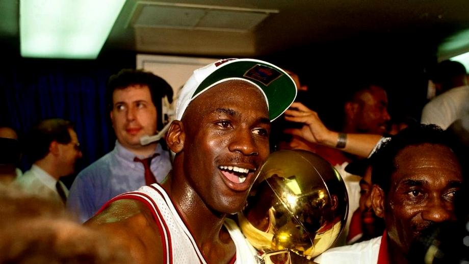 """Michael """"Air"""" Jordan scrie istorie cu serialul despre ultimul sezon la Chicago Bulls. 10.000 de ore de filmări comprimate în 10 episoade pe Netflix"""