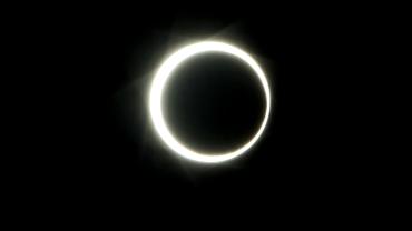 Imagini spectaculoase cu eclipsa de soare din 21 iunie. Video live