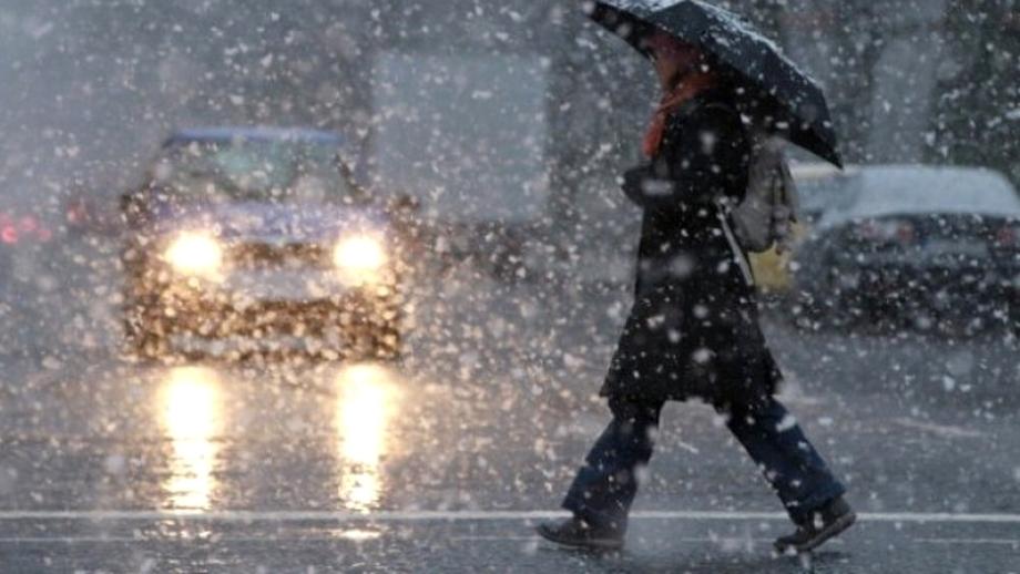 De sîmbătă dimineaţă, vremea se schimbă în toata ţara! Ploi, vînt puternic şi ninsori