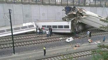 Carnagiu în Spania! Cel puţin 12 morţi şi 50 de răniţi, după ce un tren a deraiat!