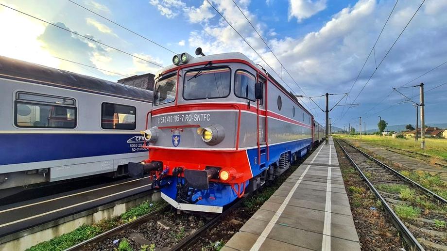 Accident grav în Giurgiu. Un tren încărcat cu păcură și benzină a lovit un camion