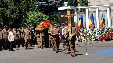 Cristian Țopescu, înmormântat în lipsa unor nume importante care n-aveau voie să absenteze!