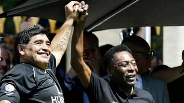 """Maradona 60 vs Pelé 80. Comparația """"zeilor"""" la aniversări """"rotunde"""". Cariere fabuloase, familii numeroase, vieți... aventuroase! Video"""