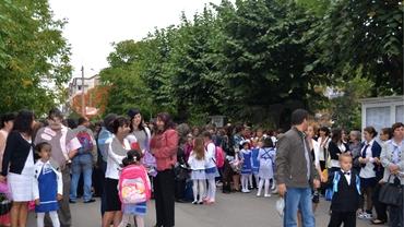 Este prima zi de școală liberă pentru părinți? Ce prevede, de fapt, legea