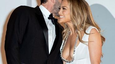 Jennifer Lopez, fabuloasă la brațul lui Ben Affleck, la Veneția! Galerie foto
