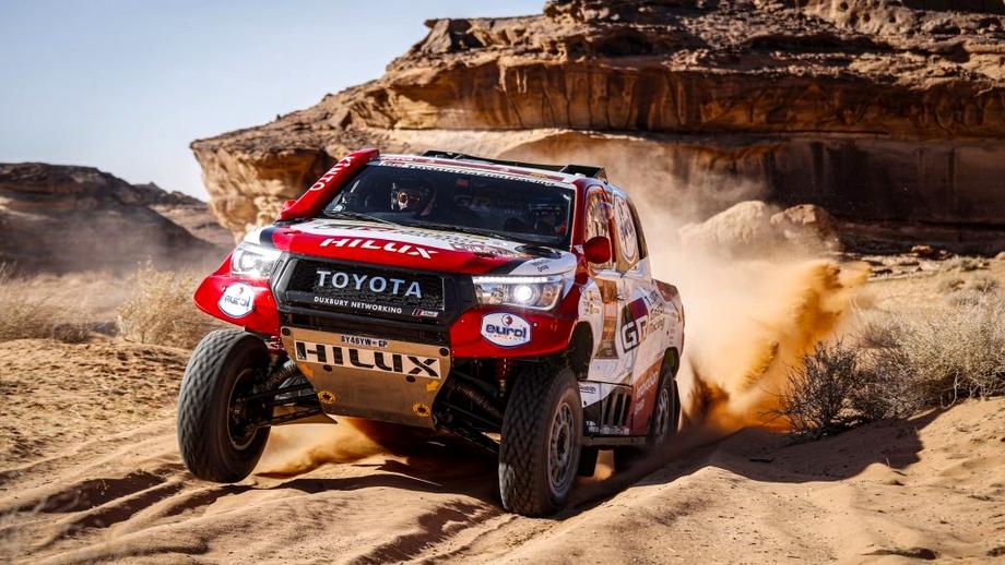 Fernando Alonso, accident serios în raliul Dakar! Maşina lui s-a răsturnat de două ori la începutul etapei. VIDEO