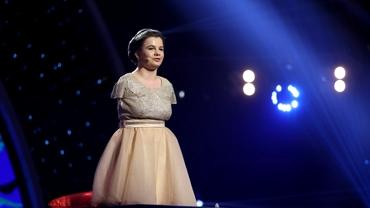 O mai ții minte pe Lorelai Moșneguțu, fetița fără mâini care a câștigat Românii au Talent? Este elevă la liceu. Uite cum arată acum