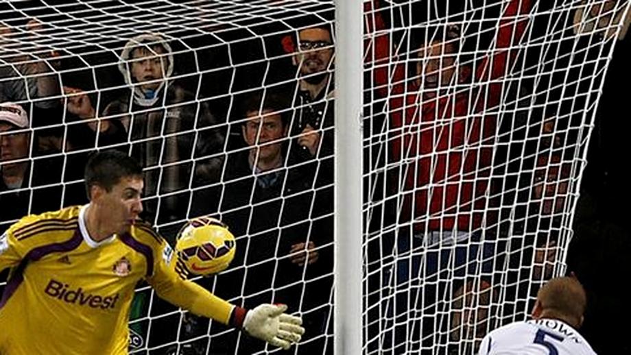 Pantilimon a fost TITULAR în Premier League. L-a învins un coechipier