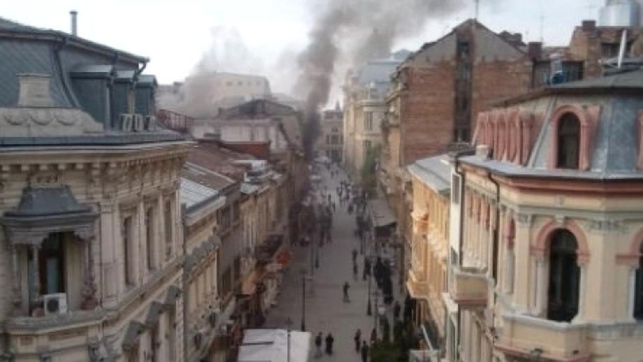 INCENDIU VIOLENT în centrul vechi al Bucureştiului