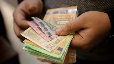 Ce angajați români primesc peste două mii de euro în mână! Surpriza din topul salariaților