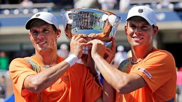 Fraţii Bryan au cîştigat finala de dublu a Turneului Campionilor!