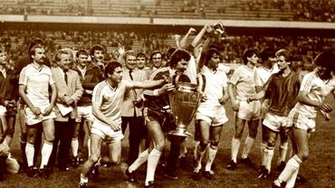 """Ofertă şoc! Un fanion """"Sevilla 1986"""", cu autografele jucătorilor de la Steaua, se vinde cu 100.000 de euro! EXCLUSIV"""
