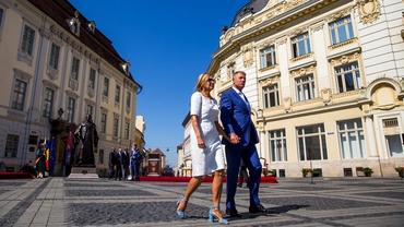 Cum a apărut Carmen Iohannis la dezvelirea statuii lui Samuel von Brukenthal, la Sibiu. Soția președintelui a atras toate privirile Video