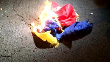 Video+Foto. Românii, BĂTUŢI şi UMILIŢI! Ungurii AU ARS tricolorul