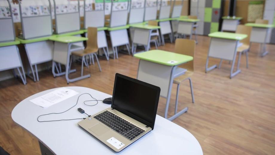 Accesul elevilor la tablete sau laptopuri ar putea fi restrâns. O nouă lege se discută în Parlament