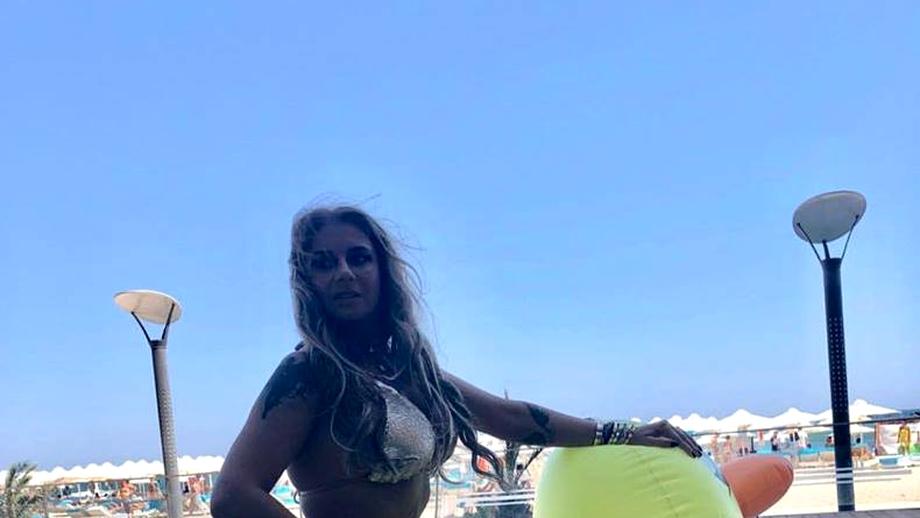 Anamaria Prodan și fiica ei au încins plaja! Cum și-au făcut apariția cele două, la malul Mării Negre