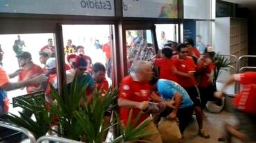 VIDEO / HAOS pe Maracana! Fanii chilieni au spart geamurile la stadion