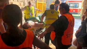 Suporterii au leșinat din cauza caniculei! Fanii au fost luați cu targa de la stadion. Foto