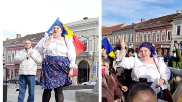 Diana Șoșoacă, la protestul de la Cluj, alături de Gheorghe Funar. Cum s-a îmbrăcat senatoarea. Foto