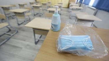 Restricții în trei județe din România. Accesul fără mască la 100 de metri de școli, interzis prin lege