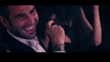VIDEO/ Mutu fumează trabuc în club şi este devorat de femei frumoase. Videoclipul oficial cu Snopp Dogg
